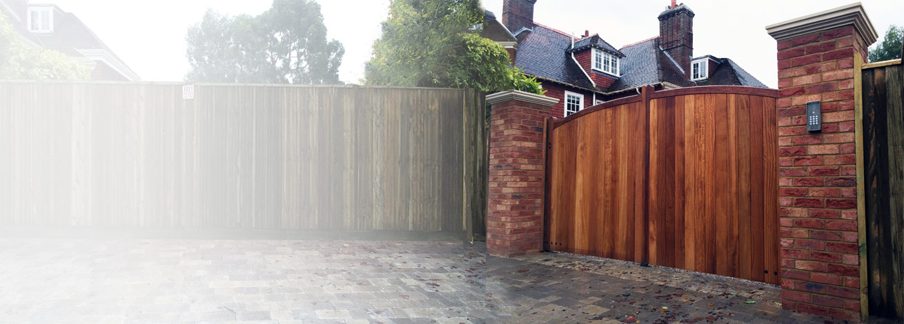 Curve top Iroko gates