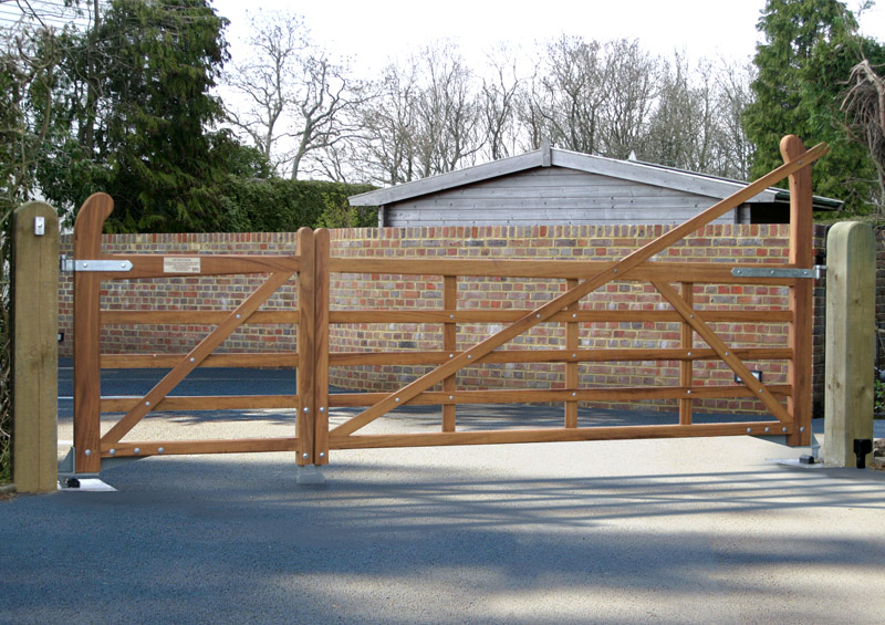 Iroko yeoman 5 bar gates