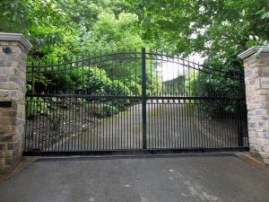 Metal sliding gate